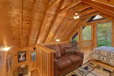2 Bedroom cabin with 2 King and 1 Queen bed - April's Diamond