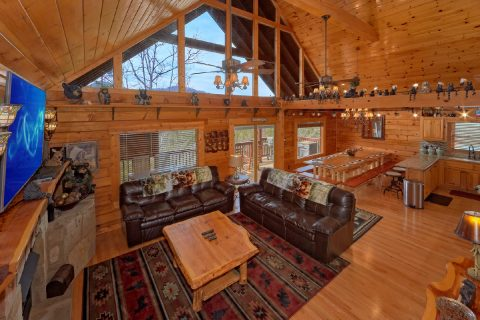 Large Open Space 6 Bedroom Cabin Sleeps 14 - Arrowhead View Lodge