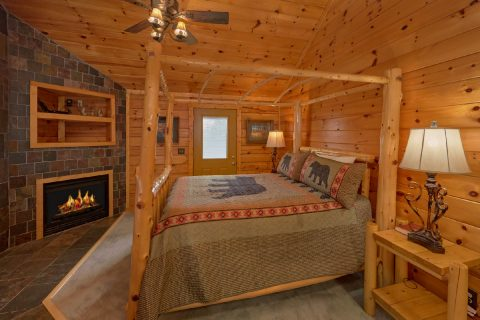 Master Suite 6 Bedroom Cabin Sleeps 14 - Arrowhead View Lodge