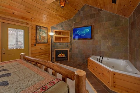 Large Master Suite with Fireplace - Arrowhead View Lodge