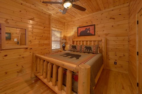 Luxurious 6 Bedroom Cabin Sleeps 14 - Arrowhead View Lodge