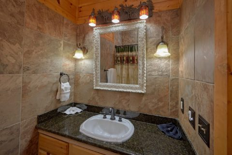 6 Bedroom 6.5 Bath 3 Story Cabin Sleeps 14 - Arrowhead View Lodge