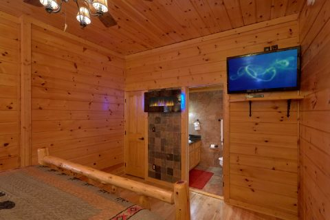 Spacious 6 Bedroom Cabin Sleeps 14 - Arrowhead View Lodge