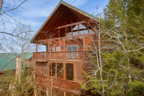 6 Bedroom 6 1/2 bath 3 Story Cabin Sleeps 14 - Arrowhead View Lodge