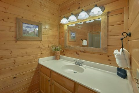 3 Bedroom 3 BAth Cabin Sleeps 13 - Aurora