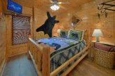 3 Bedroom 3 Bath Cabin Sleeps 13