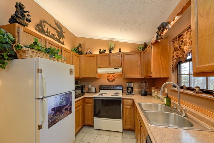 Pigeon Forge Cabin with Fully Equipped Kitchen - Autumn Breeze