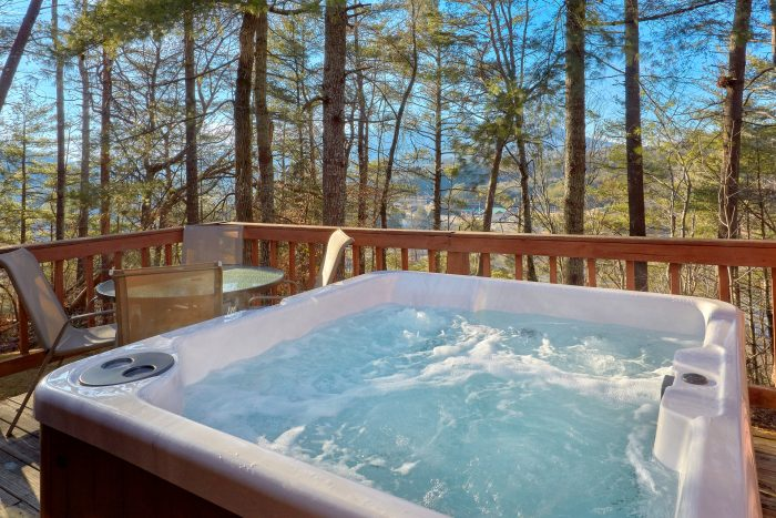 Pigeon Forge Cabin with Hot Tub - Autumn Breeze