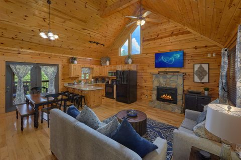 Living room with fireplace in 2 bedroom cabin - Autumn Breeze