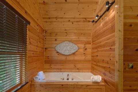 Cabin with private Jacuzzi in Master Bedroom - Autumn Breeze