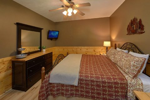 Pigeon Forge cabin rental with 2 King bedrooms - Autumn Breeze