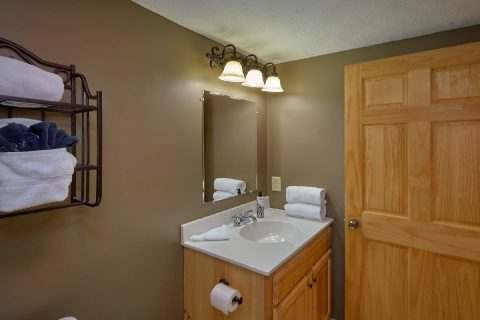 Private Master Bathroom in 2 bedroom cabin - Autumn Breeze