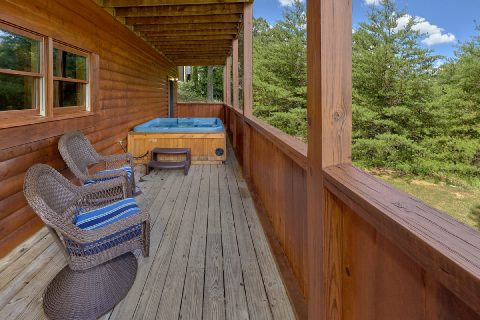 2 bedroom cabin with private hot tub - Autumn Breeze