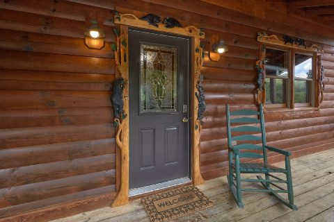 2 bedroom cabin with hand carved decorations - Autumn Breeze