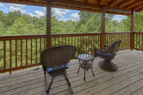 Pigeon Forge Resort cabin with wooded view - Autumn Breeze