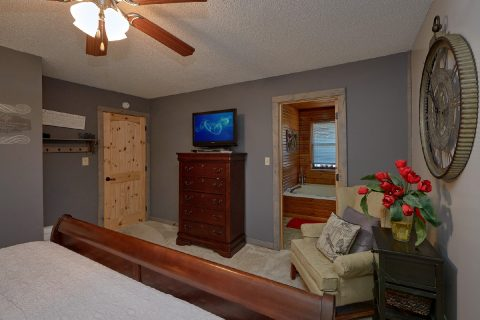 Large Sapace Main Floor Master Suite - Autumn On Sunrise