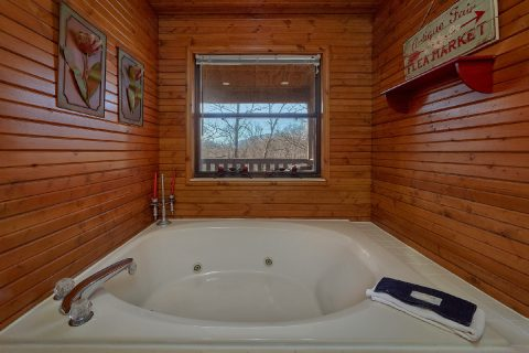 Private Jacuzzi Tub in Master Suite - Autumn On Sunrise