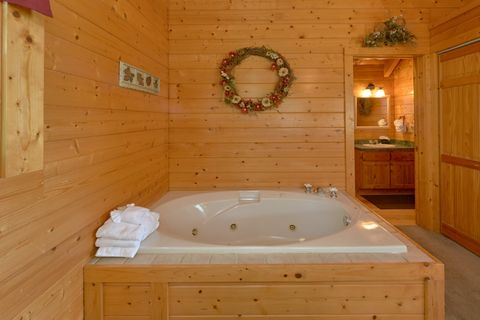 Jacuzzi Tub in Cabin King Bedroom - Autumn Run