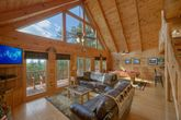 Cabin with Spacious Living Room for family of 6