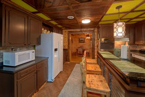 Large Cabin with Fully Equipped Kitchen - Bar Mountain