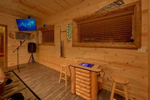 Gatlinburg Cabin with Arcade and Karaoke - Bar Mountain