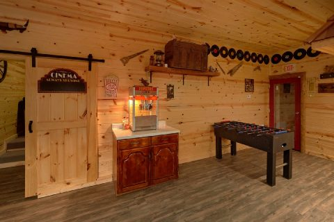 Spacious Cabin with Foosball and Popcorn Machine - Bar Mountain