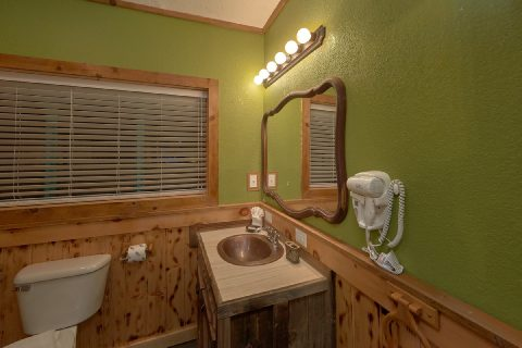 Gatlinburg Pigeon Forge Cabin Sleeps 17 - Bar Mountain