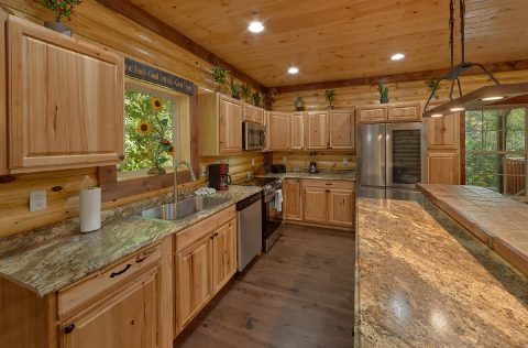 Fully Equipped Kitchen with Bar Area - Bar Mountain II