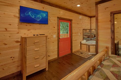 Large King Bedroom with Jacuzzi and TV - Bar Mountain II