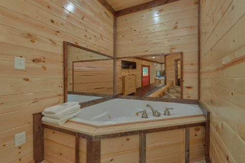 Master Bedroom with Jacuzzi Sleeps 14 - Bar Mountain II