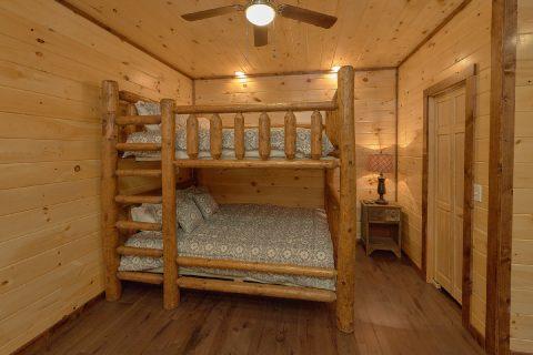 Spacious Bedroom with Double Queen Bunkbeds - Bar Mountain II