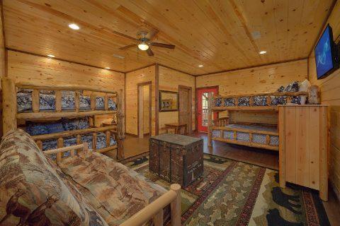 Bedroom with 2 Sets of Queen Bunkbeds Sleeps 20 - Bar Mountain II