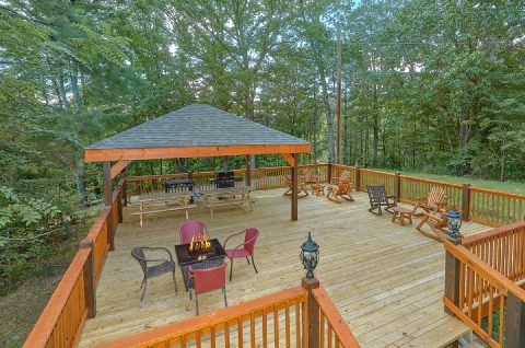 Large Deck with Gas Grills, Fire pit, & Seating - Bar Mountain II