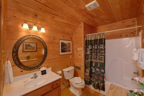 Cabin with 2 King beds and 2 private bathrooms - Bar None