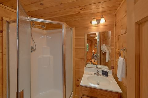 Gatlinburg Cabin with 2 private bathrooms - Bar None