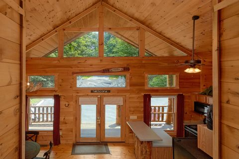 2 Bedroom Cabin with Wooded View - Bar None