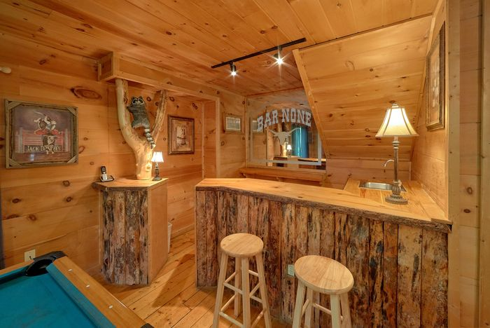 2 Bedroom Cabin with Pool Table and Bar - Bar None