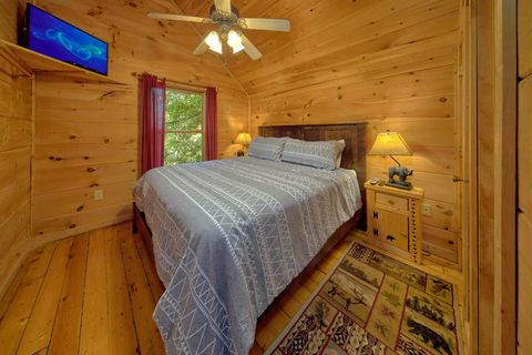 2 Bedroom cabin with 2 Private King Bedrooms - Bar None
