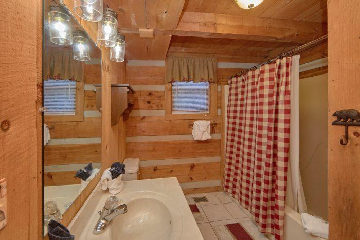 1 Bedroom 1 Bathroom Cabin Sleeps 4 - Bare Tubbin
