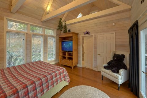 Main Floor Master Suite Vacation Home - Bear Bottoms