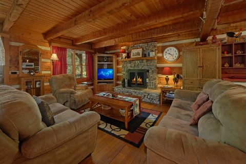 Rustic 3 Bedroom Cabin with Gas Fireplace - Bear Cove Escape