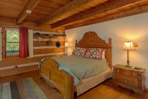 King Bedroom with Flatscreen TV - Bear Cove Escape