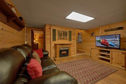 Private 3 Bedroom Cabin with Large Flatscreen TV - Bear Cove Escape