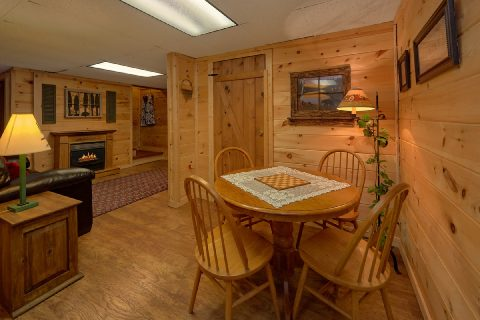 Rustic 3 Bedroom Cabin with Card Table - Bear Cove Escape