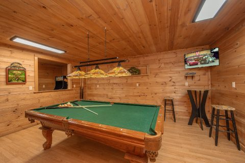 Private 3 bedroom Cabin with Pool Table - Bear Cove Escape