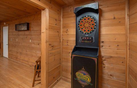 Cabin with Dart Board Sleeps 8 - Bear Cove Escape