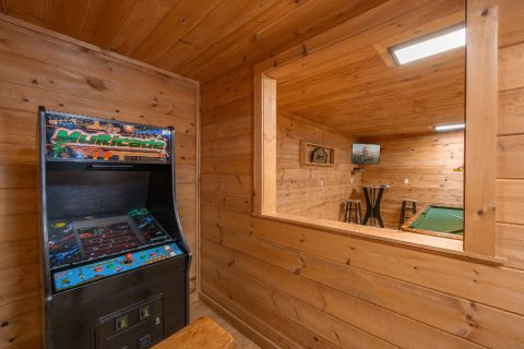 3 Bedroom Cabin with Arcade and Pool Table - Bear Cove Escape