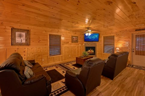 6 Bedroom Cabin with spacious living room - Bear Cove Lodge