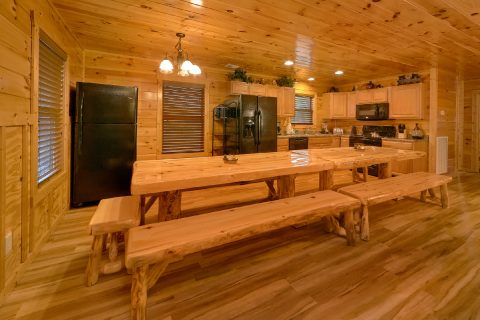 6 Bedroom cabin with dining room for 16 - Bear Cove Lodge