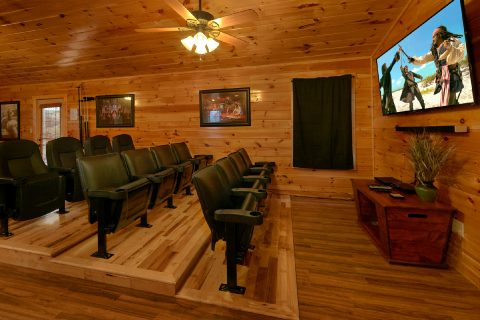 Large Theater Room in 6 bedroom cabin - Bear Cove Lodge